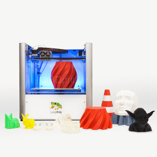 Leapfrog-3D-Printer-Creatr-with-printed-objects-aug